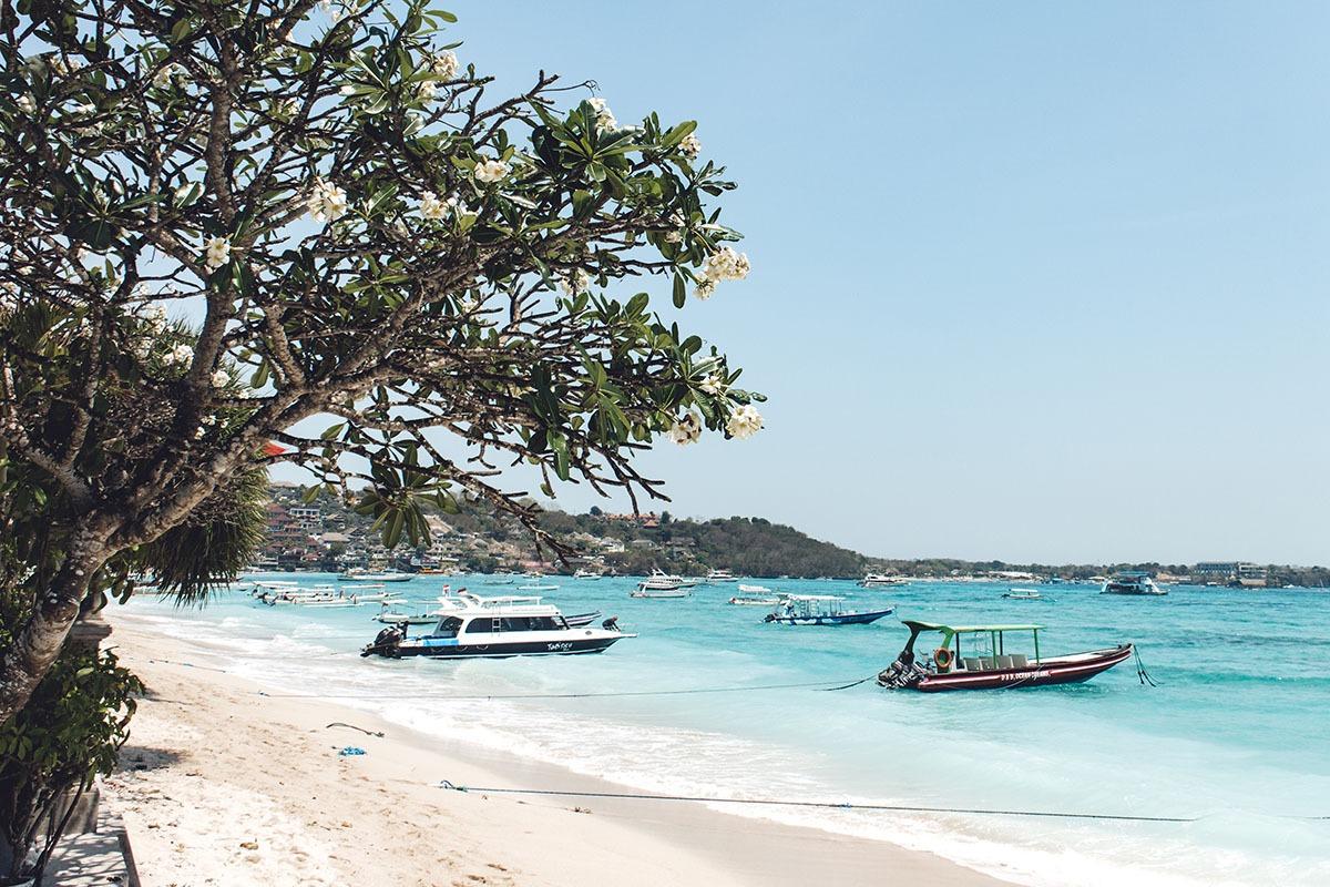 Atmosphere Nusa Lembongan Beach Pantai