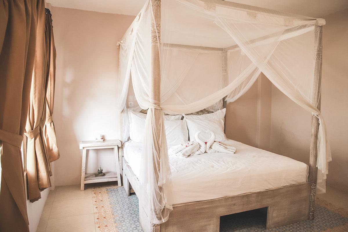 Queen Bed Room Isla Indah Retreat